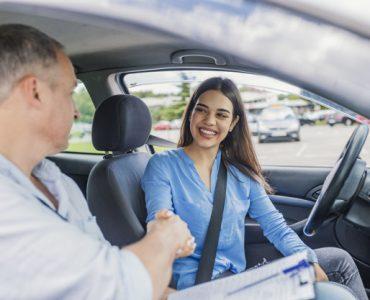 Cerrando negocio de compra y venta de vehículo
